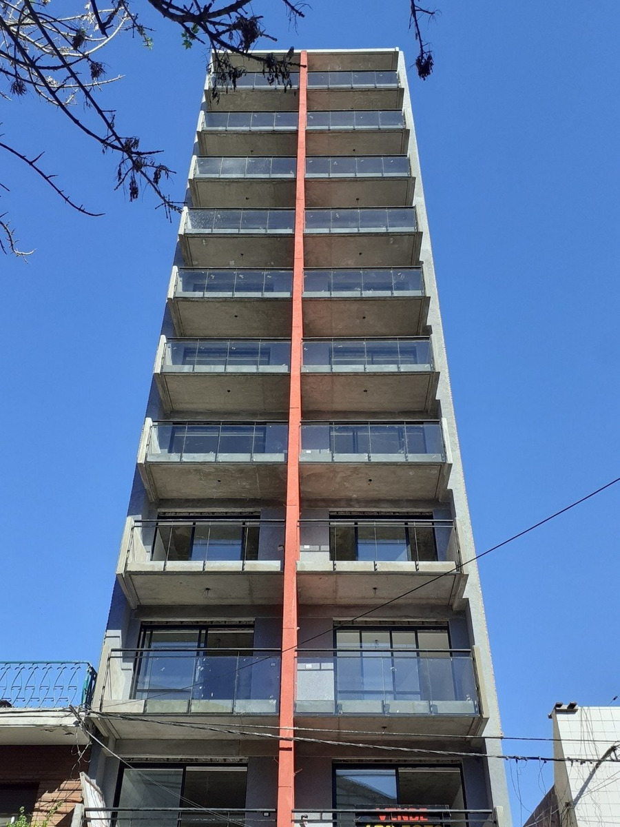 loft amplio con balcon al frente - posibilidad de entrega y financiacion - ubicacion entre bulevares