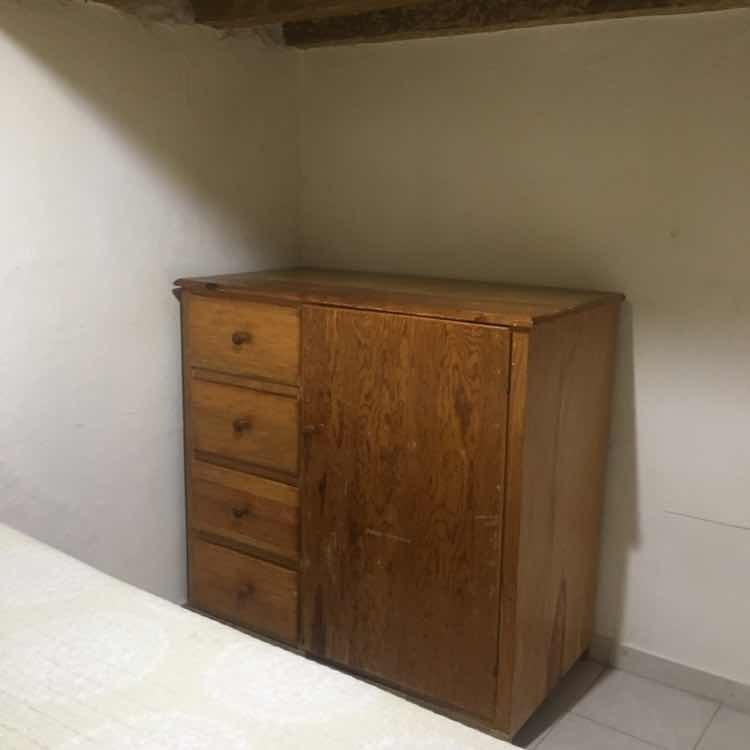 loft con cama matrimonial, baño privado, fregadero y placa