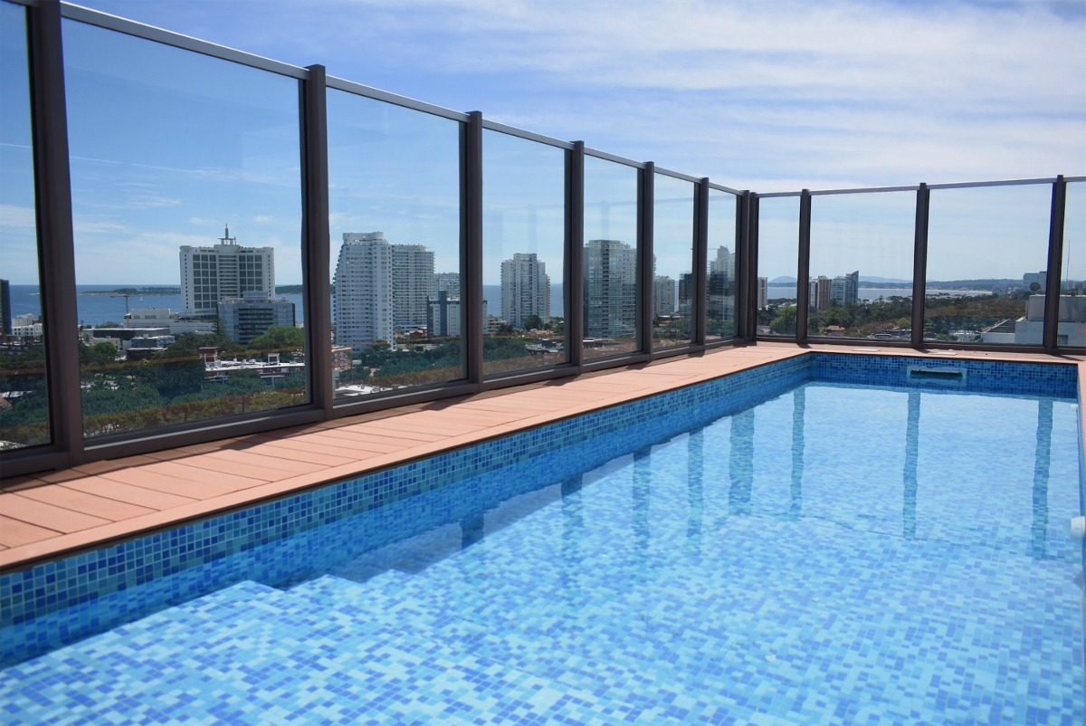 loft penthouse playa brava con terraza, jacuzzi y parrillero