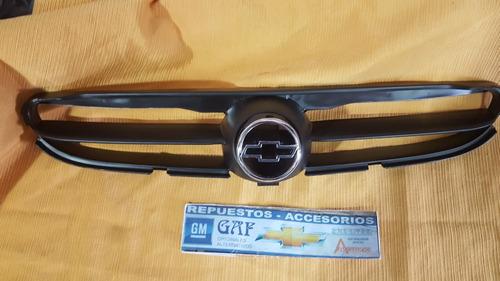 logo de parrilla con moldura chevrolet corsa hasta 2008