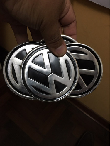 logo volkswagen. 9 cm. stickers metalizados. tengo 4.