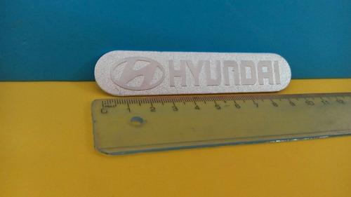 logo y palabra hyundai