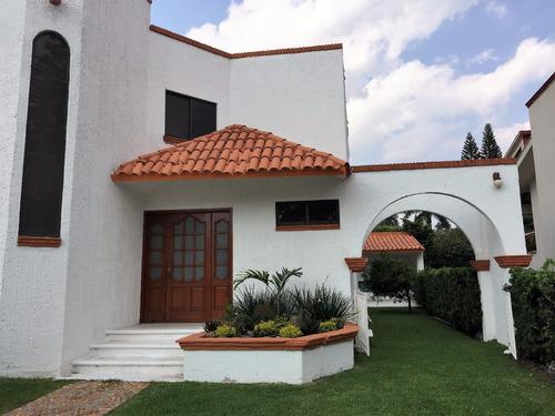 lomas de cocoyoc , casa con 4 habitaciones