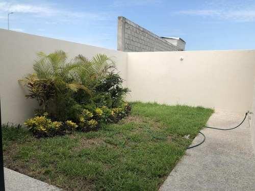 lomas de la rioja, casa en venta de 4 recámaras, una de ellas en planta baja
