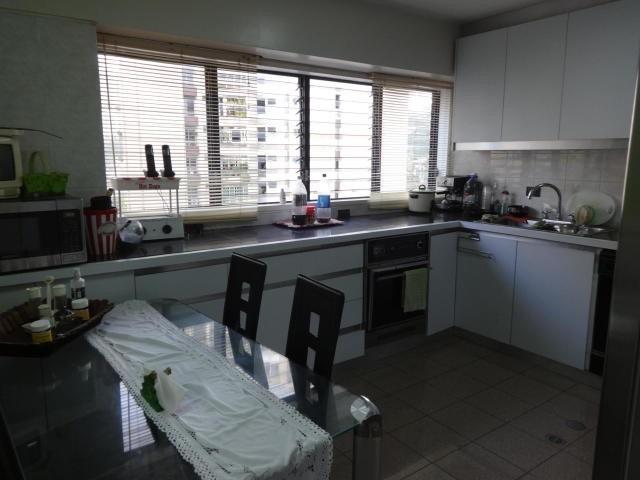 lomas de prados del este. vende apartamento. 16-11038