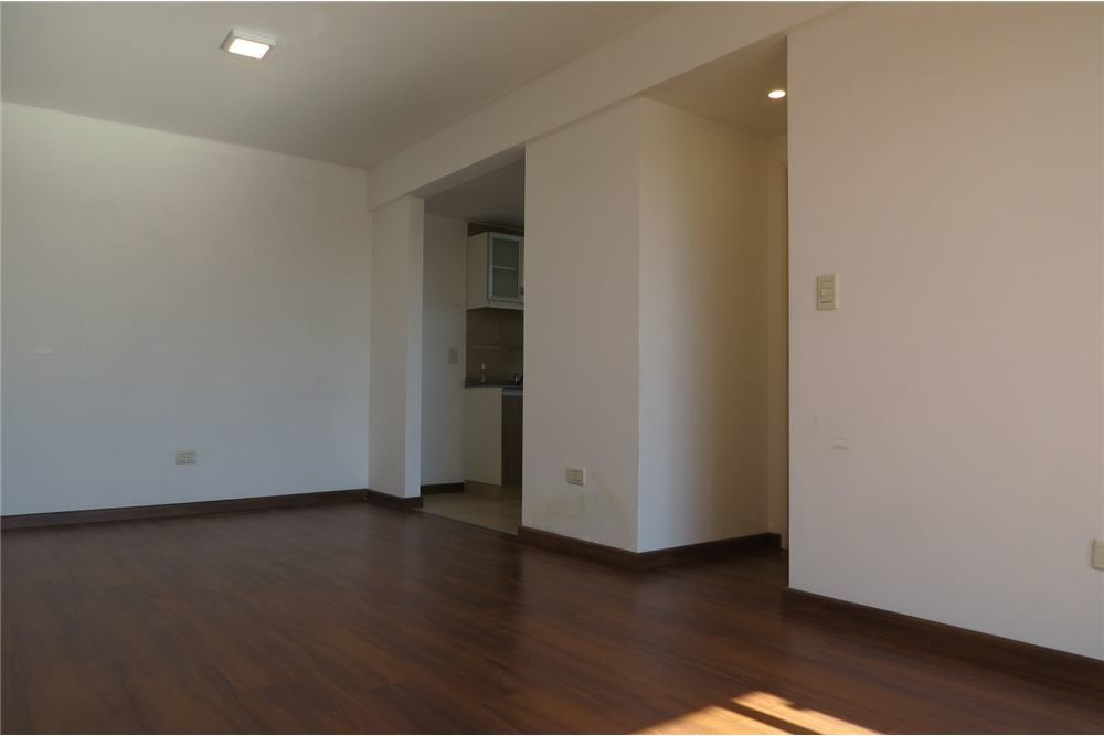 lomas.venta dto 2 amb. luminoso, cochera, piso 12