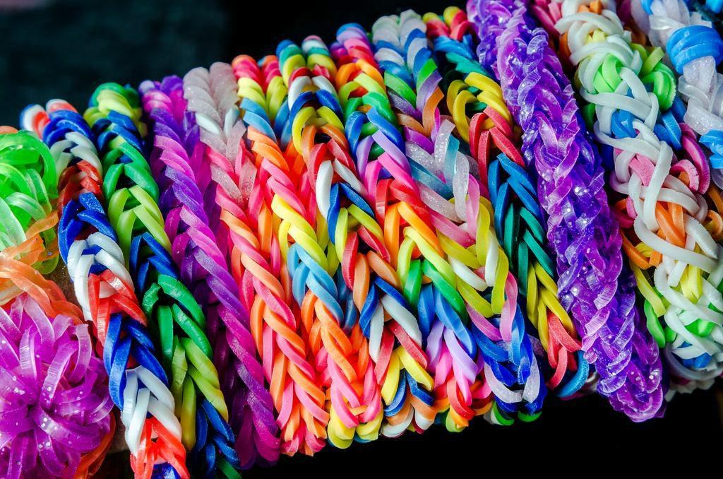 b2d4578556f5 Loom Bands Kit 600 Gomitas Full Color Aguja Telar Completo