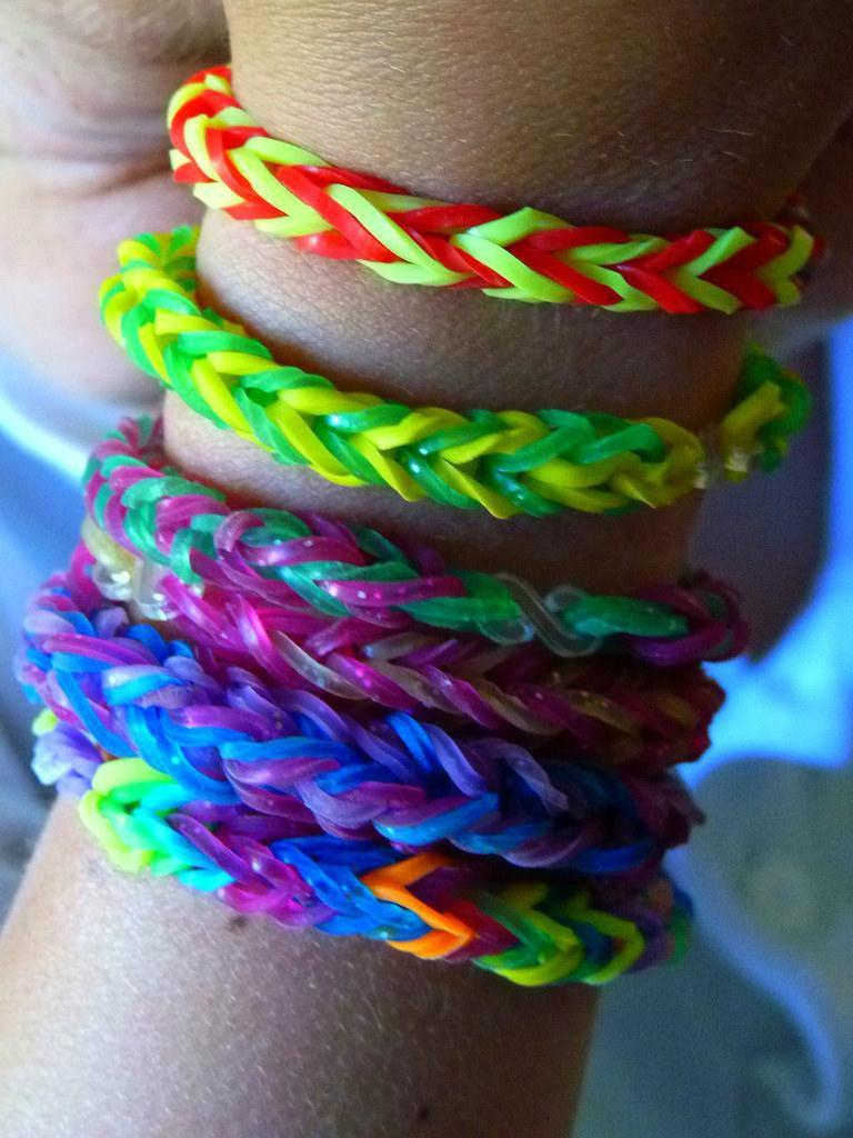 fec100585b9d Loom Bands Set 600 Gomitas Colores Telar Aguja Pulseras