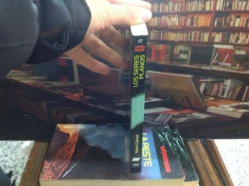 los seres planos. robert clauzel. ciencia ficción. novela