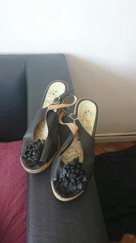 los zapatos negros