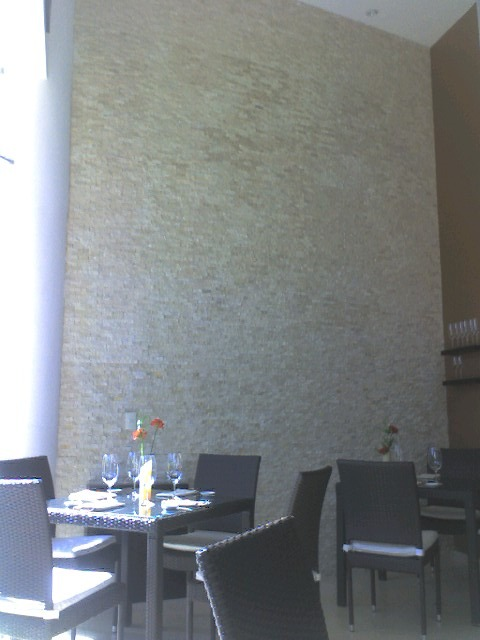Loseta marmol travertino beige acabado rustico for Marmol travertino claro