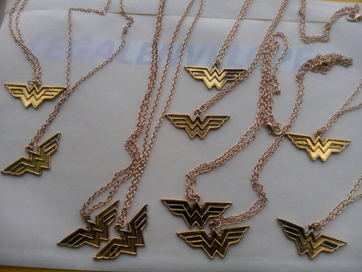 2677eeca52a6 lote 10 collares mujer maravilla dorado vintage dc comic. Cargando zoom.