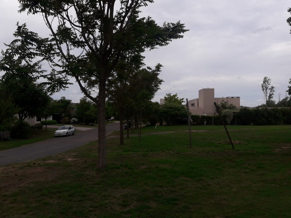lote 1500 m2 altos del chateau country seguridad 24 hs