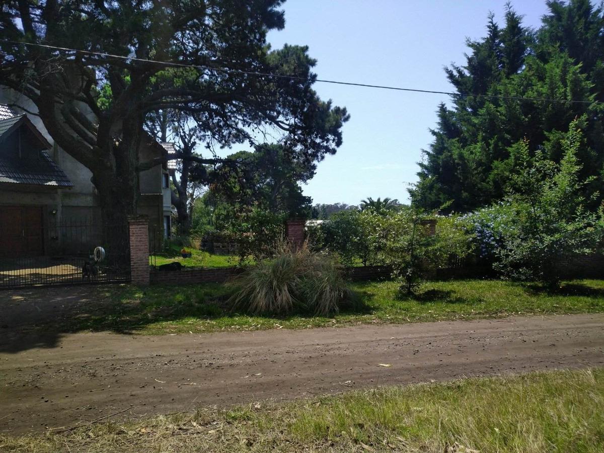 lote 15x32,50 mts. ubicado en el barrio mar y sol.