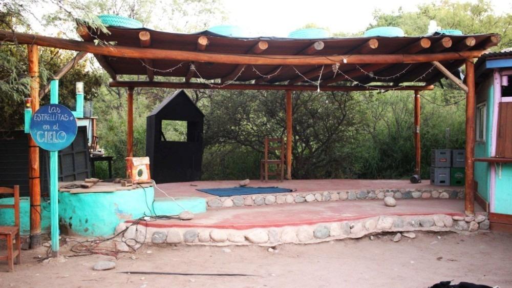 lote 2.423 m2 + teatro del anfibio en san marcos sierras