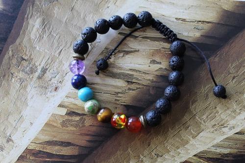 lote 3 pzs: 1 pulsera chakras, 1 pulsera tibetana y 1 collar