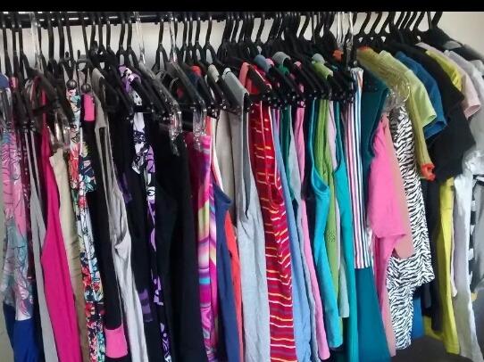 79f2c6de113 lote 30 peças de roupas femininas para brecho bazar seminova. 2 Fotos