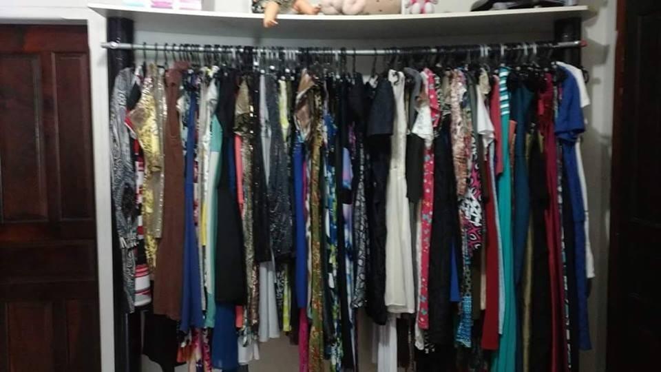 b8b40842a99 lote 30 roupas fem.(diversas) p m g usadas. Carregando zoom.