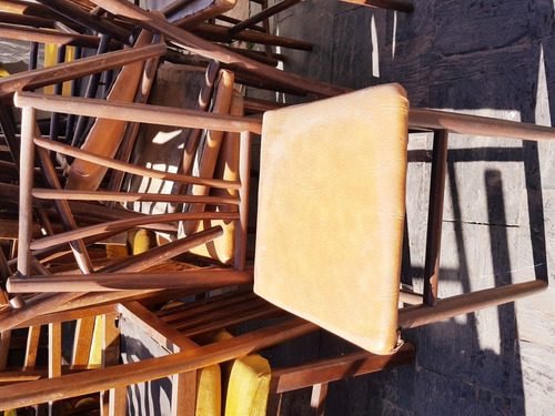 lote 40 sillas madera cuerina