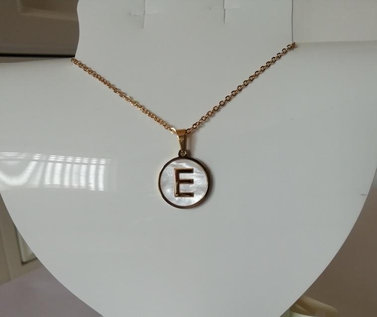 7ba9d2d346b0 lote 8 collares letra inicia acero inoxidable y madre perla · collares  acero perla. Cargando zoom.