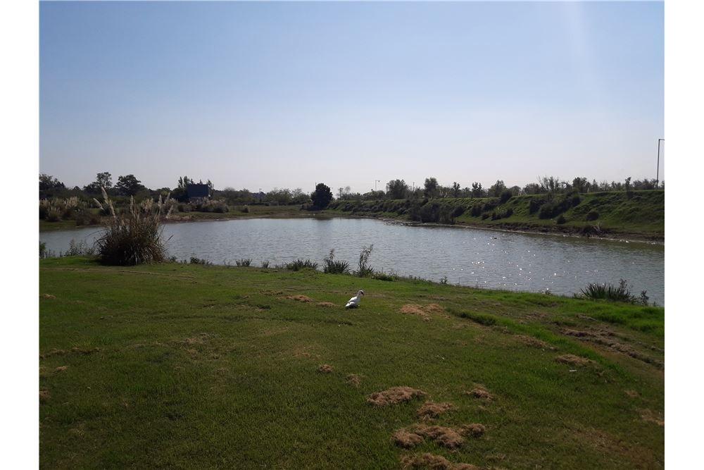 lote a la laguna en barrio el cantón norte