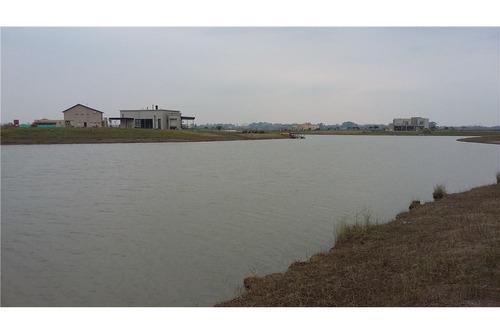lote a la laguna en el área-11 de san sebastian