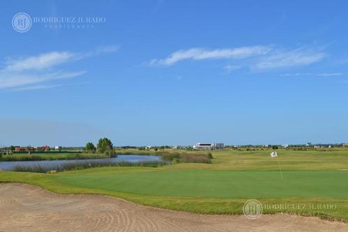 lote al agua en barrio golf oportunidad