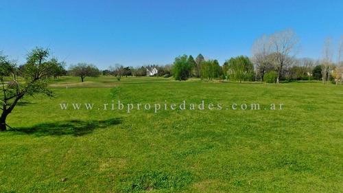 lote al golf de 2350 m2 en venta - carmel - pilar