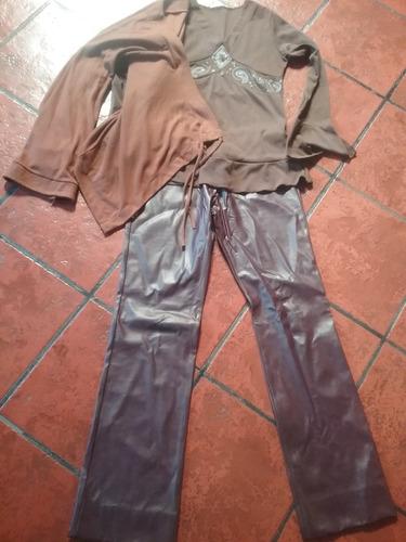 lote bordo pant. simil cuero/remera/ saco manga larga