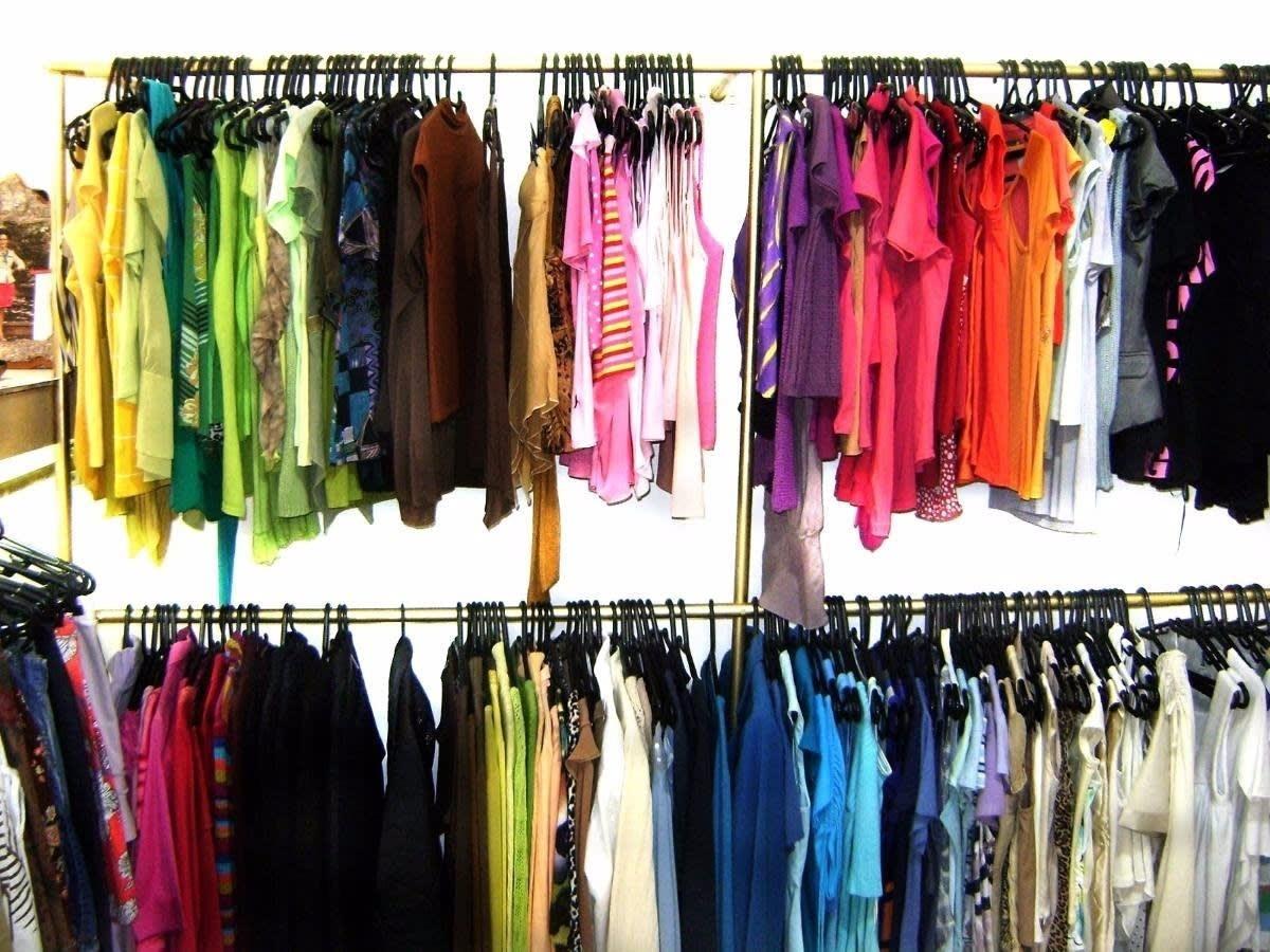 ab45bab9e8a lote c  30 peças de roupas sortidas p  brechó bazar feminino. Carregando  zoom.