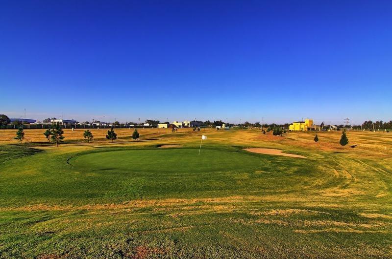 lote central fondo golf en cañuelas (manzana 17)