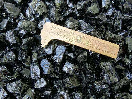 lote com 1 kg quartzo black bruto p/ lapidação