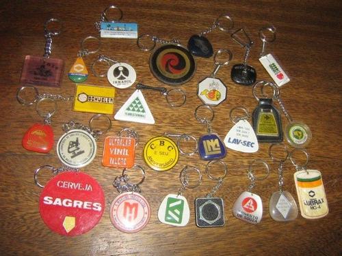 lote com 35 chaveiros antigos década70 marcas famosas e etc