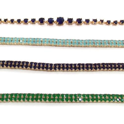 lote com 4 pulseiras banhadas a ouro com gemas naturais.