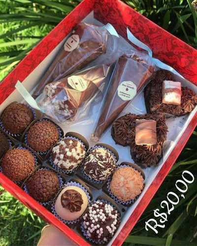lote com 4000 em doces