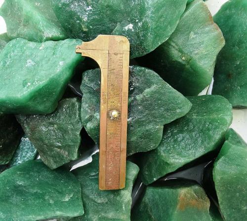 lote com 500 gramas quartzo verde bruto