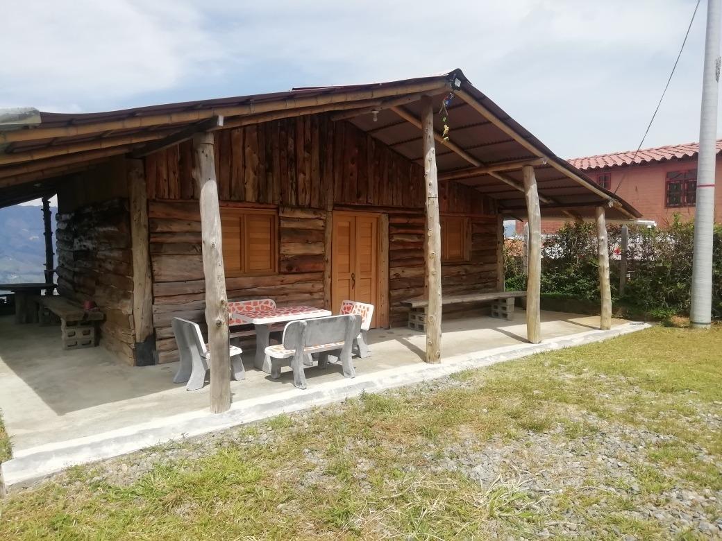 lote con cabaña en madera