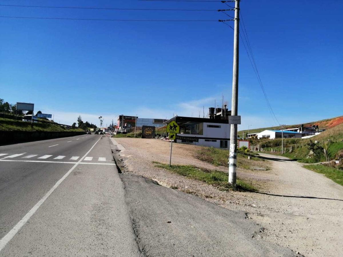 lote con construcción en zona comercial de árepas boyaca vía