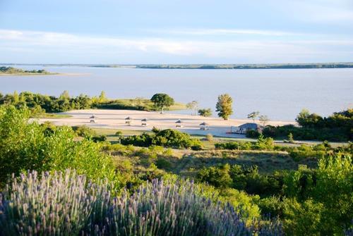 lote con la mejor vista al rio. hotel casa chic. puerto