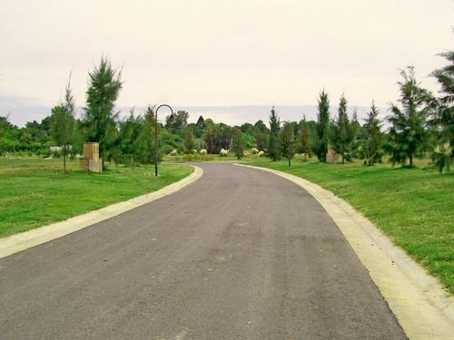 lote con vista abierta en barrio parque náutico el cazal