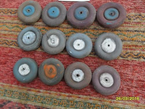 lote d 12 antigua ruedas artesanales en madera auto autito d