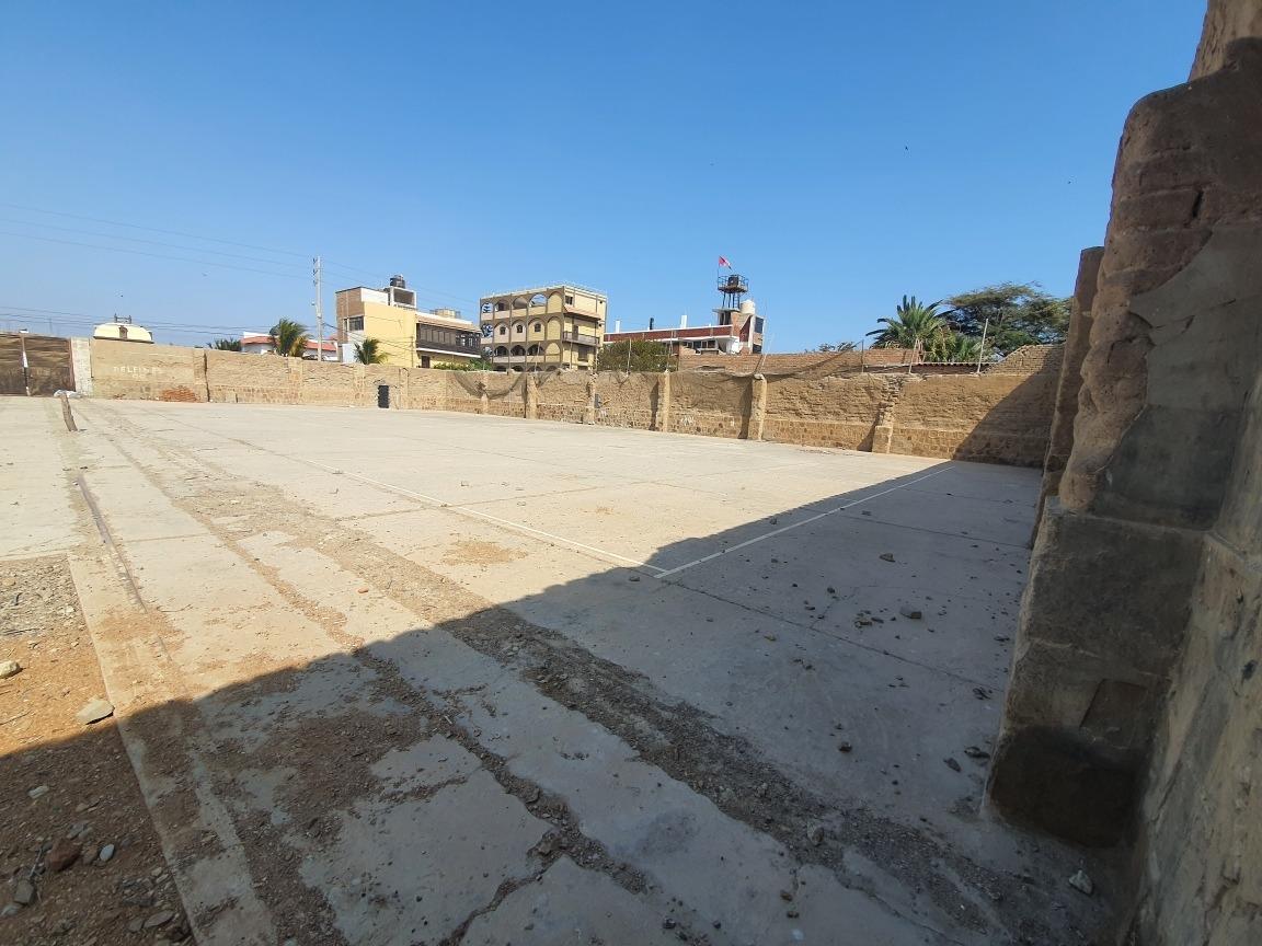 lote de 1141 m2, con falso piso, a una cuadra de la playa