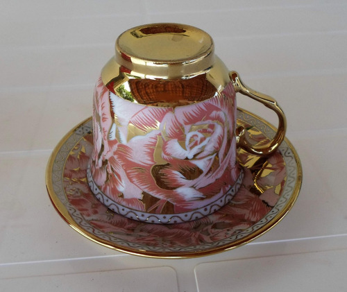 lote de 2 xícara e pires de cerâmica branca chinesa florada