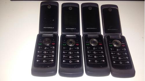 lote de 4 celulares, não sei o estado so vi que ta ligando