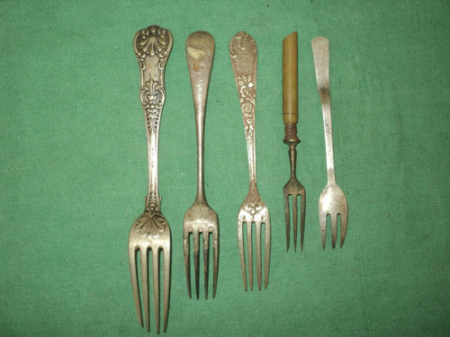 lote de 5 tenedores antiguos.