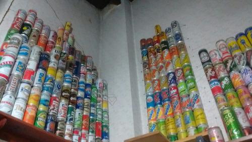 lote de 871 latas de bebidas de todo el mundo.