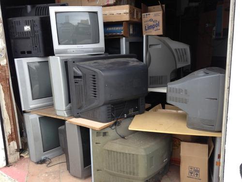 lote de aparelhos de tv trc (no estado) ,todos precisam de algum tipo de manutenção .
