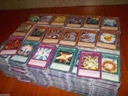 lote de cartas de yugioh com 50 cartas originais aleatorias