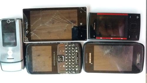 lote de celulares antigos com defeito para concerto ou peças