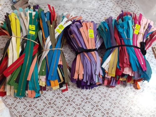 lote de cierres plástico y metálico   4,232 piezas a $4,232